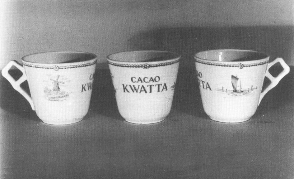 2 Kopjes en 1 schotel waarop: CACAO KWATTA  met afbeelding van molen en schip