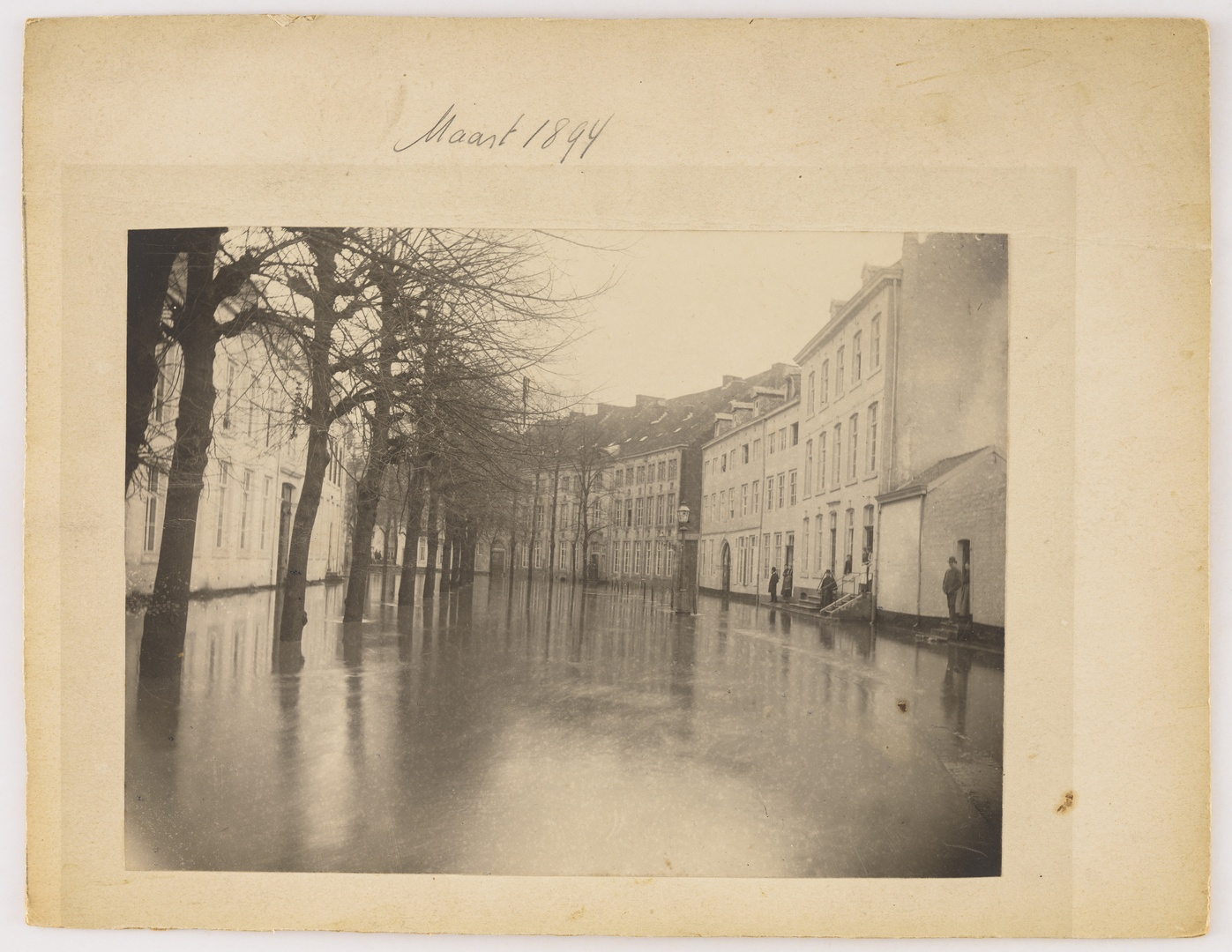 De Grote Looierstraat te Maastricht tijdens de watersnood van maart 1894
