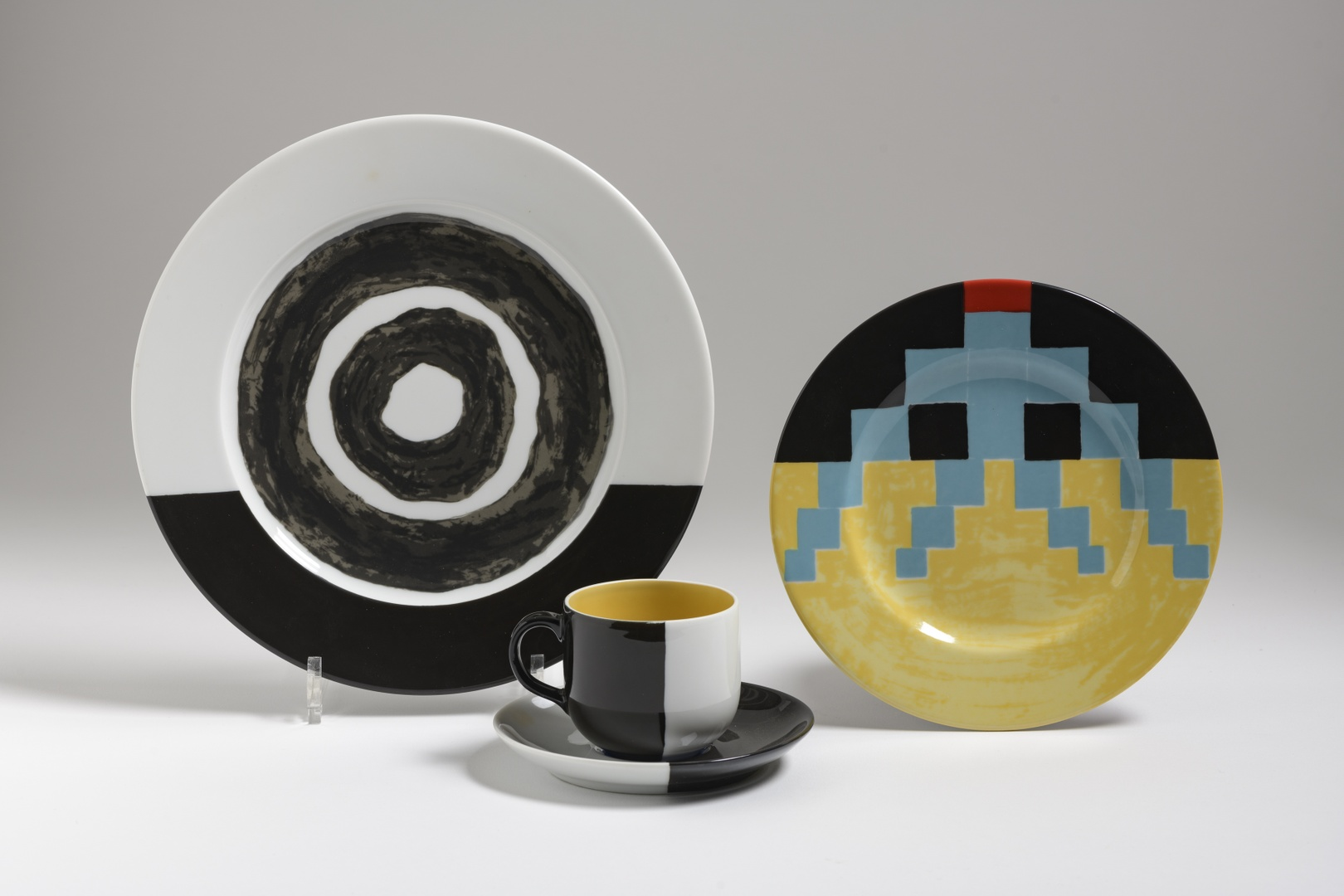 Servies: bord, ontbijtbord, kop en schotel