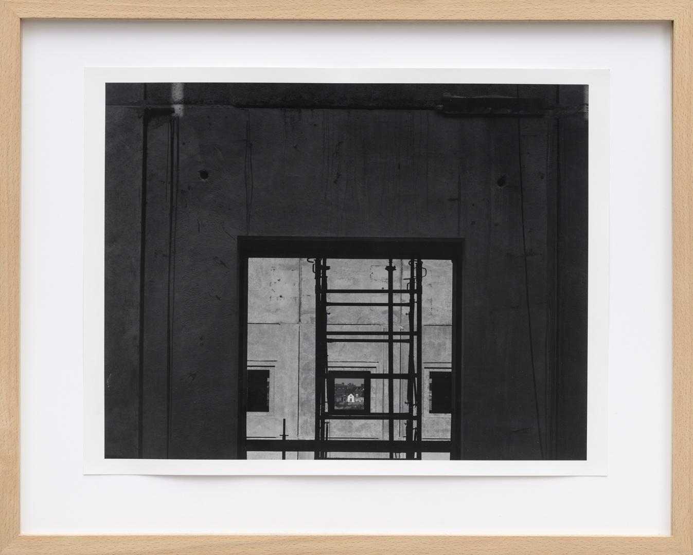 Bouw Bonnefantenmuseum 1992-1994 ; Middenvleugel zonder trap met uitzicht op de Kennedy brug