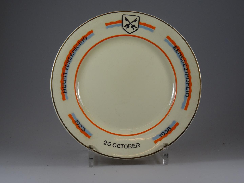 """Bord waarop """"Buurtvereniging eensgezindheid 1923 26 october 1938"""""""