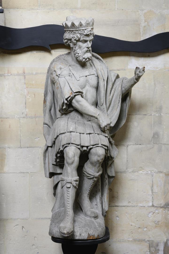 Koning David in zittende houding