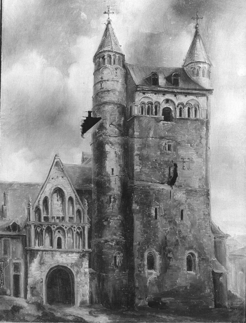 O.L.Vrouwekerk met hoofdportaal