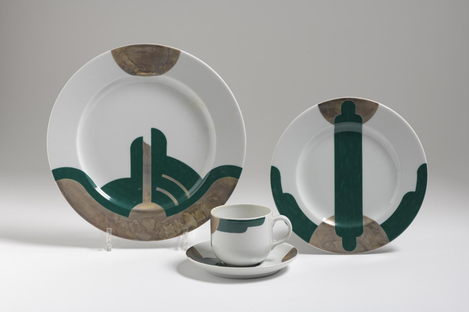 Servies: plat bord, ontbijtbord, kop en schotel