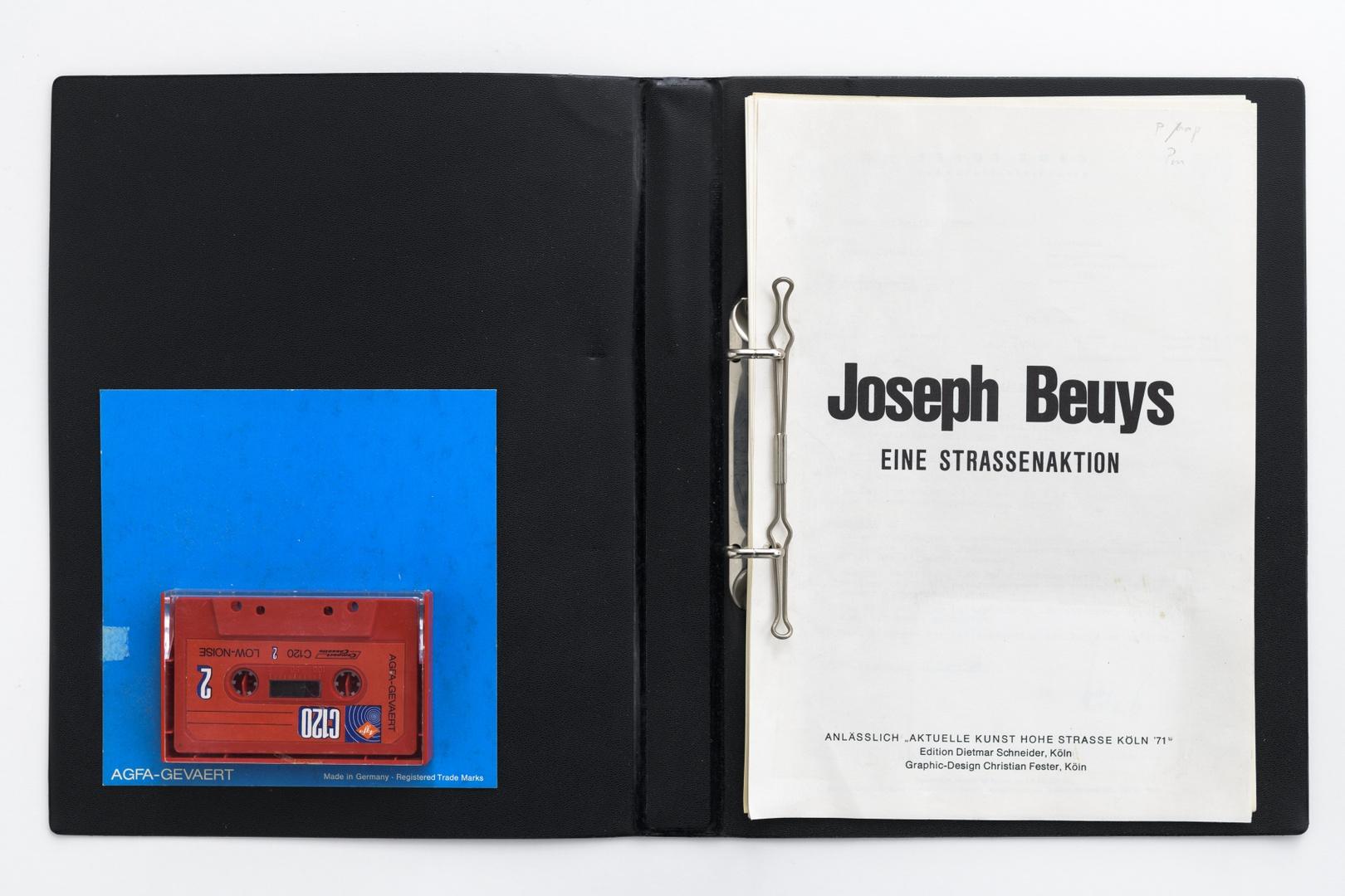 """Eine Strassenaktion. Oplage 100 exemplaren ed. Dietmar Schneider, Köln, 1972. Exemplaar buiten oplage. Zie ook """"Aktion mit der Tragetasche"""": """"So kann die Parteiendiktatur überwunden werden"""" 1971"""