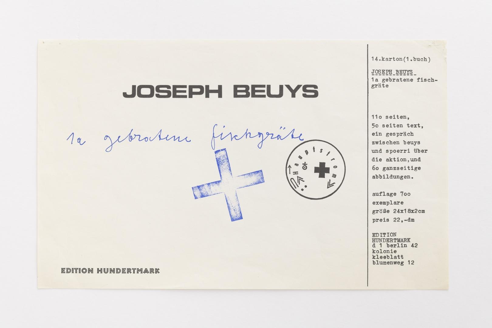 Uitnodiging/aankondiging boek: Joseph Beuys. 1a gebratene fischgräte. Berlin, Edition Hundertmark, 1972, eenzijdig bedrukt. Boek: oplage 700, niet gesigneerd, niet gedateerd
